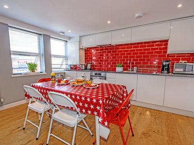 Photo for 3 BEDROOMS FLAT BALHAM