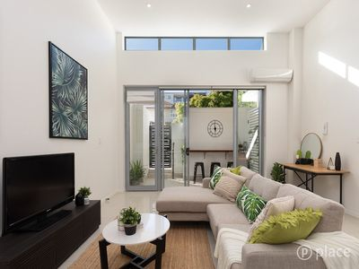 Photo for New Townhouse + Great Spot + Free Wifi & Coffee