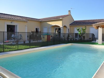 Photo for Holiday house with pool - Near Avignon