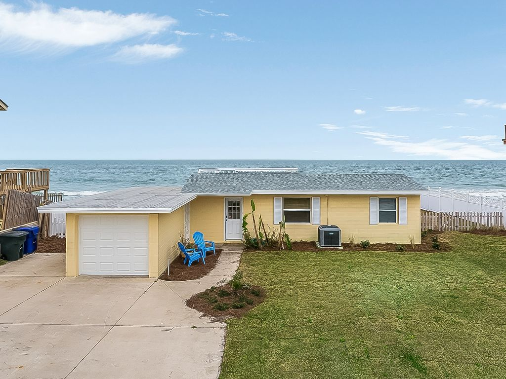 Budget friendly, casual beach house, close to St. Augustine. Pet friendly.