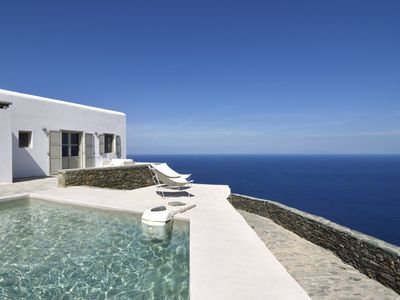 Photo for Lovely private 4-bedroom villa in Folegandros, 2km from the beach