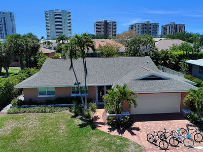 Photo for Updated and Spacious 3 Bed 2 BA Home, Heated Pool, 2 Bikes, 5 Min Walk to Beach