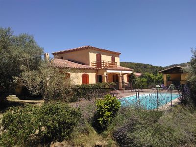 Photo for Quiet villa close to the centre of the Provencal village