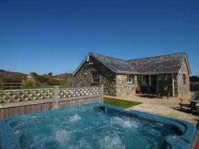 Photo for Cosy apartment for 5 guests with WIFI, hot tub, TV, pets allowed and parking