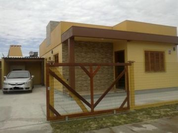 New House 3 bedrooms 2 bathrooms, pet friendly, security.