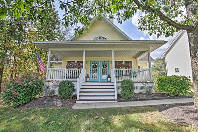 Make yourself at home inside this charming vacation rental house in Howard, OH!