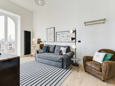 Photo for Large & stylish 3 bed flat in excellent location