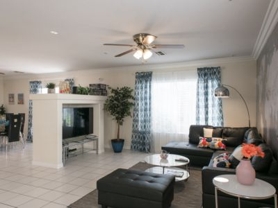 Comfy, clean & quiet 3 bedroom house close to Strip, Airport & T-mobile arena