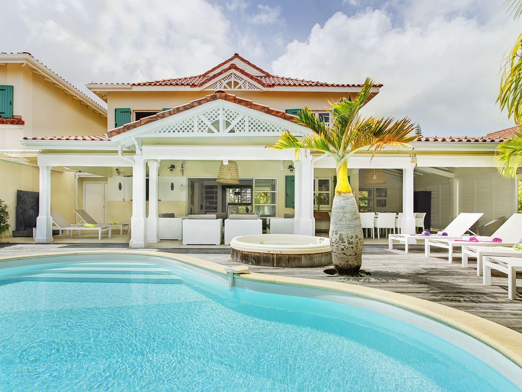 Waterfront luxury villa 4 bedrooms 4 bathrooms pool spa in the heart of st francois