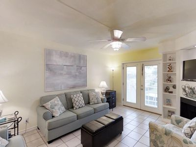 Photo for Anchor Resort condo w/shared pool, nearby beach, walk to dining & dock- dogs ok!