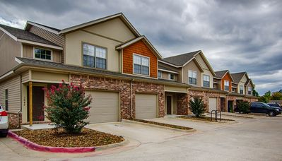 Photo for Tastefully decorated, spacious floorplan, less than a mile f......ro....m U 0f A