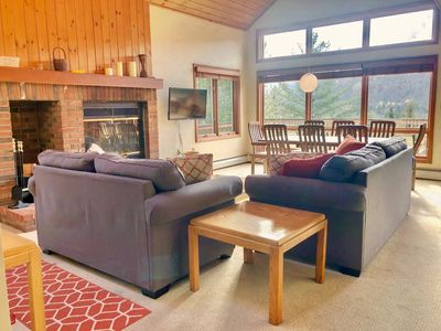 W4 Comfortable and spacious Bretton Woods condo with ski slope views,  fireplace and fast wifi!