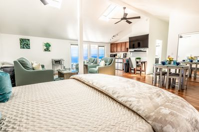 The Studio has high ceilings and beautiful views! With high quality furnishings!