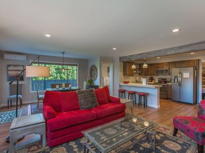 Photo for Two bedroom, one bath condo steps from Lake Chelan and Lakeside Park!