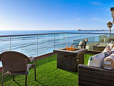 Oceanfront Home with a Rooftop Deck, Private Spa, and Equipped with A/C.