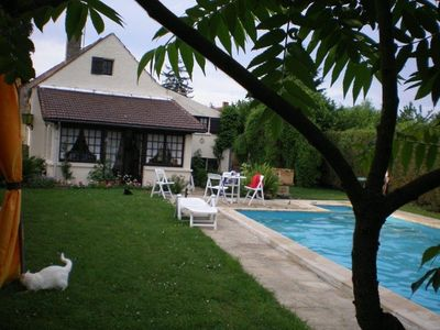 Photo for Pretty house 'Briarde', 9 beds, heated pool, private garden 1000m2