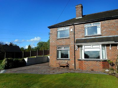 Photo for SUNSET VIEW, Comfortable spacious house in the beautiful County of Staffordshire