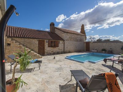 Photo for Charming holiday home with private pool, roofed terrace, traditional taverne BBQ