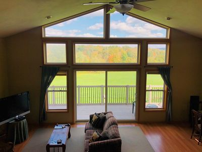 Beautiful and Spacious Country Retreat | Jacuzzi | Hike | 23+ Acres | Sleeps 13+