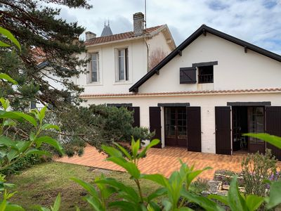 Photo for Large family home - 200m from the beach