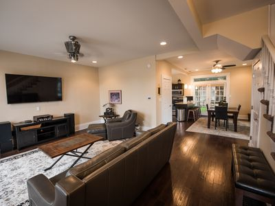 CARRIAGE HOUSE, Downtown Indianapolis Sleeps 4-13, 2 Blks- Lucas 2br/3bath