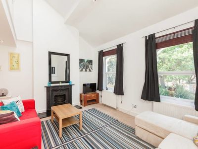 Photo for Elegant 2 Bed Maisonette in West Kensington