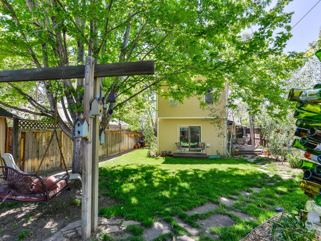 New 3br colorado springs home w view of pikes peak for Modern homes colorado springs