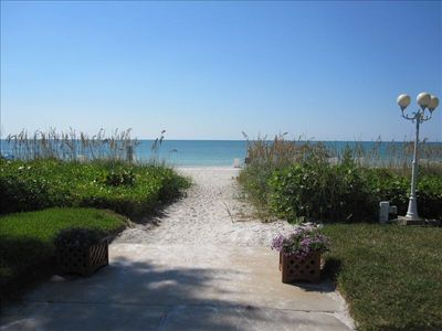Come enjoy the pristine Gulf beaches of Longboat Key!