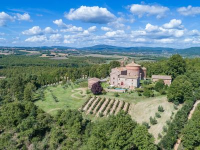 Photo for Elegant historic villa, sleeps 12, so tastefully  reconstructed according to Tuscan style with stunn