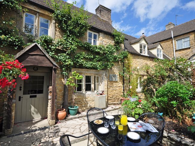 3 Bedroom Cottage In Bourton On The Wate Homeaway