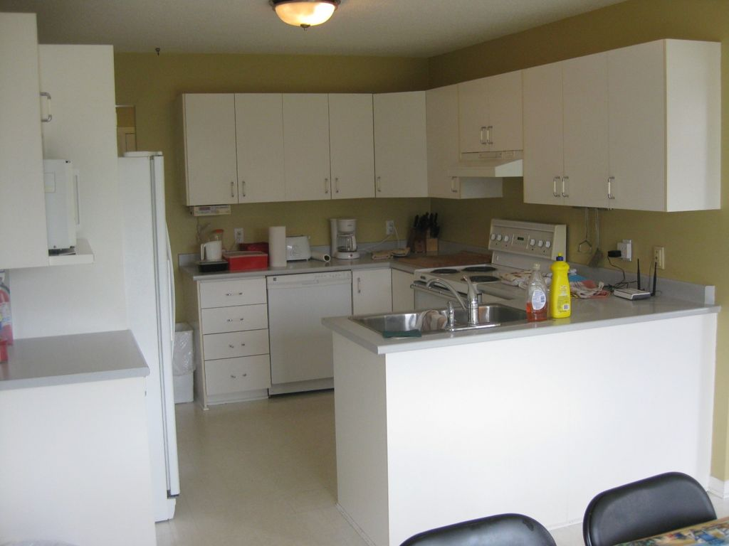Fully Furnished 8 Bedrooms 4 Bathrooms 2500 S Ft House In Capitol Area