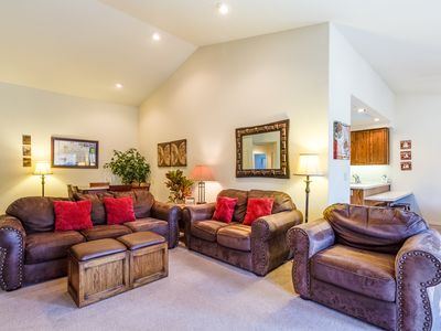 Photo for Walk to Deschutes River, Private Hot Tub, Great BBQ Deck Space - KING28