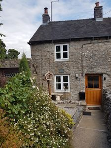 Photo for Characterful, pet friendly 1 bed cottage in charming village