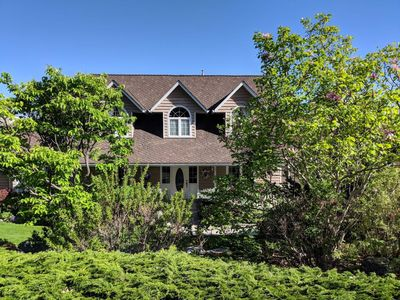 Photo for Beautiful 5 bedroom family home with stunning lake view. Very private yard.