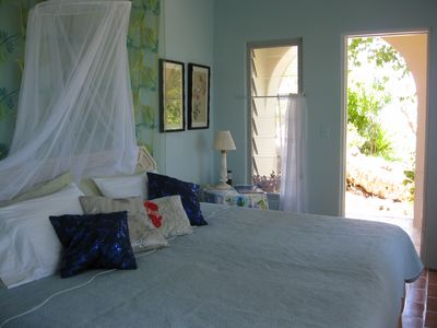 King size bed with mosquito net.