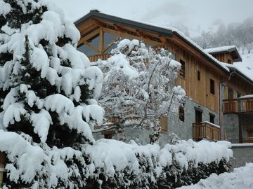 LES MENUIRES BEAUTIFUL APARTMENT OF CHARM ANY COMFORT AND SPA IN CHALET