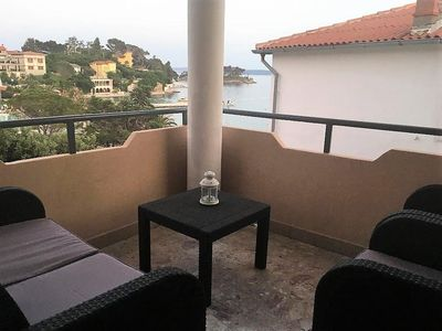 Photo for Two bedroom apartment with terrace and sea view Banjol, Rab (A-4952-b)