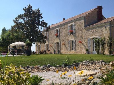 Photo for Fully-equipped house with private pool, garden, famous bordeaux's vineyards!