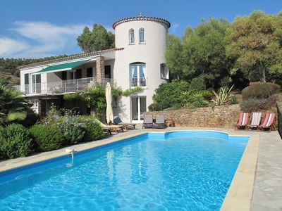 Photo for Beautiful airconditioned Villa With Large Pool, Sea View, Near Beaches