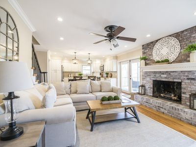 Photo for Luxury 5BR/4BA updated home in heart of Lexington