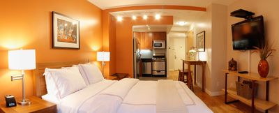 Queen bed, Kitchenette, Cable TV