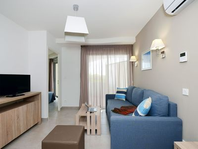 Photo for Lovely apartment for 4 guests with pool, WIFI, TV, balcony, pets allowed and parking