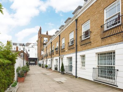 Photo for NEW LISTING: SUPER 3 BEDROOM 3.5 BATHROOM CHELSEA TOWNHOUSE. KINGS ROAD