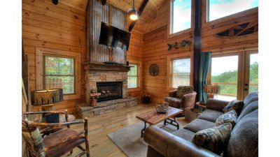 Photo for Luxury cabin, 3 bedroom, 3 baths 10 min from the NOC , 15 min from Polar Express