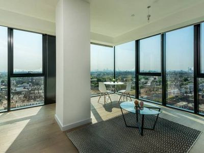 Photo for Luxurious London Apartment in the Sky (HH0)