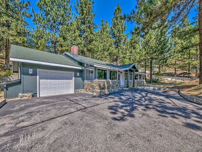 Photo for The Tahoe House is a cozy 3 bedroom 2 bath home.