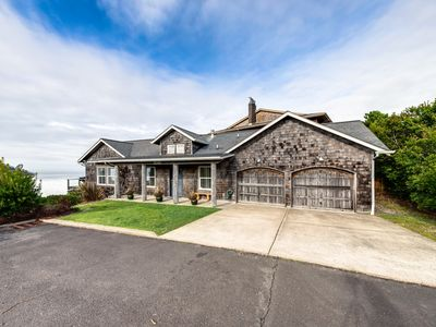 Photo for Dog-friendly house w/ocean views, private hot tub, gas fireplace, & gas grill!