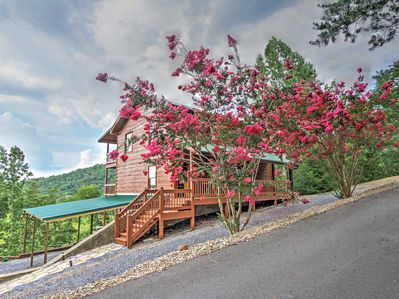 Experience everything the south has to offer in this Sevierville cabin!