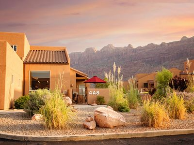 Photo for Amazing desert townhome with shared pool/hot tub - near hiking!