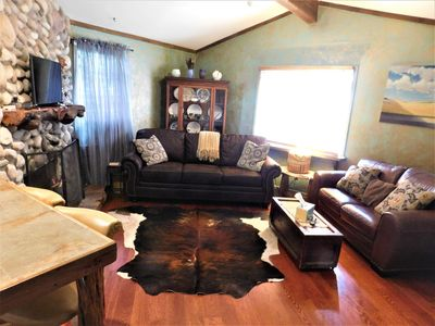 Photo for PET FRIENDLY-cozy cabin near to shopping and Upper Canyon yet off beaten path.